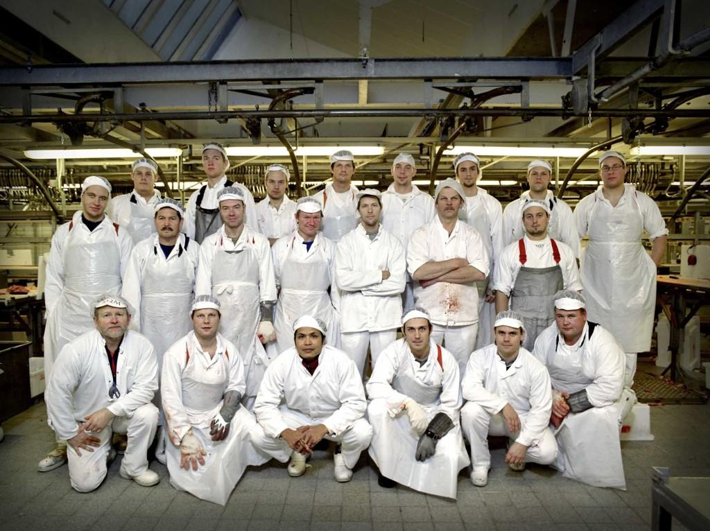 Styckare på Scans fläskstyckning vinter 2007-08. Längst fram t v står avdelningschef Leif Sandberg