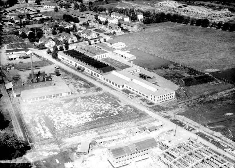 Metallduksväveriet i Kungsängen år 1947. Foto: Flygtrafik AB. Upplandsmuseets saml.