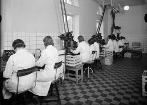 I fabriken år 1935. Foto P Sandberg. UM