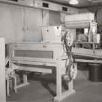 Sikt och blandningsmaskin för puder. 1954