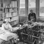 Tvålinslagning. Helge Karlsson vid SIG-maskinen. 1947